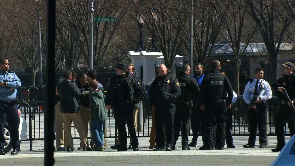 Man dies after shooting himself outside White House