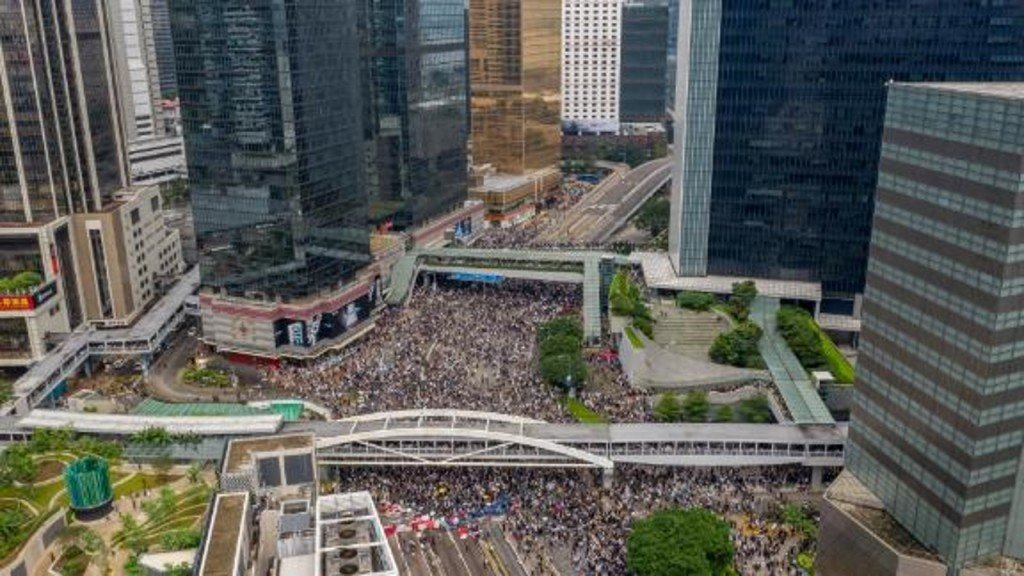 Hong Kong protesters outraged by extradition bill