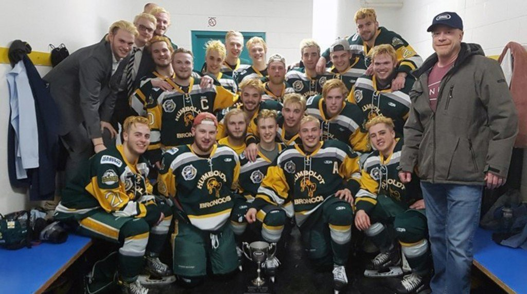 At least 15 killed in bus crash involving Canadian junior hockey team