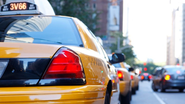 Woman leaves 6-year-old daughter in taxi while she robs bank