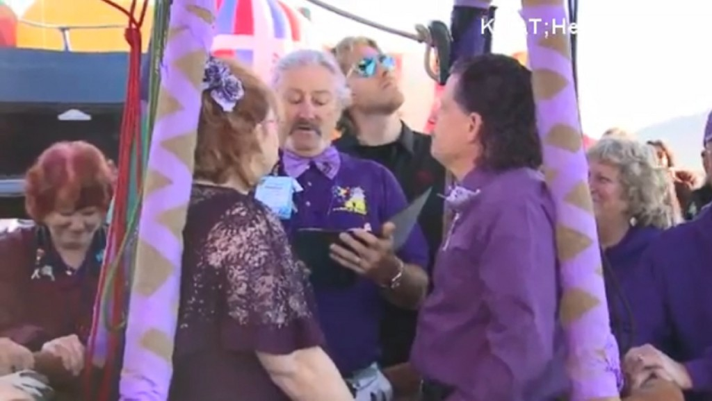 Couple ties knot in hot air balloon