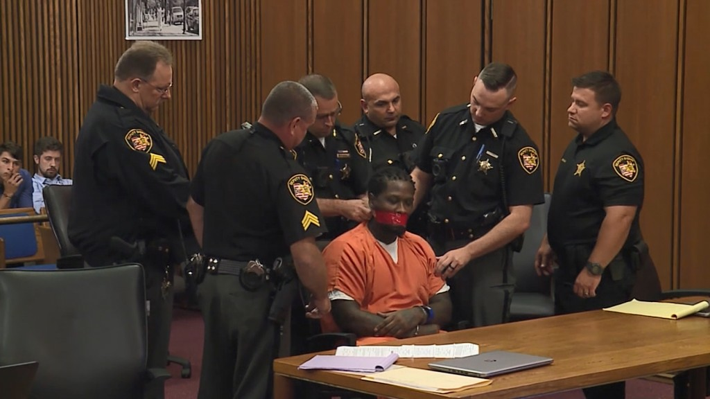 Ohio judge orders defendant's mouth taped during court hearing
