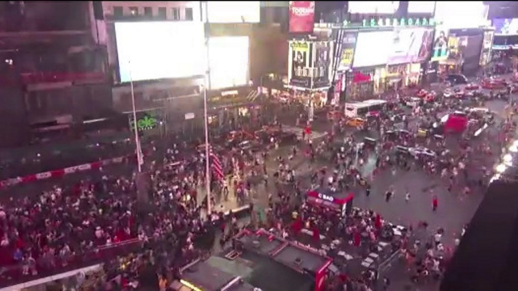Motorcycles backfiring mistaken for active shooter in Times Square