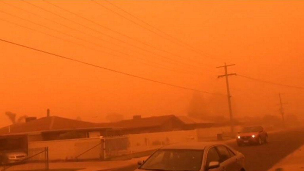 Massive dust storm turns Australian city red