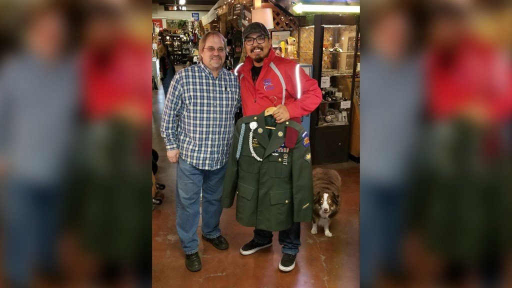 Army veteran finds lost uniform hanging in antique shop