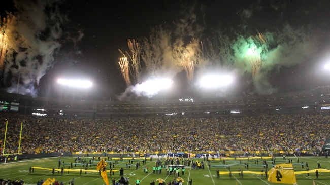 PHOTOS: Favre's number retired at Lambeau Field