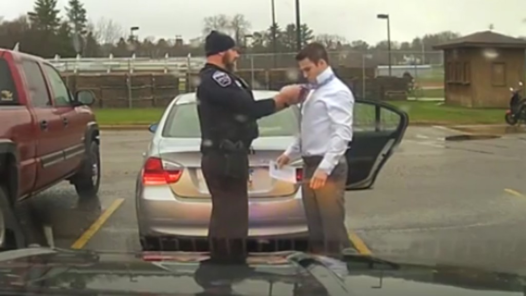 Wisconsin officer does speeding college student a favor by tying necktie
