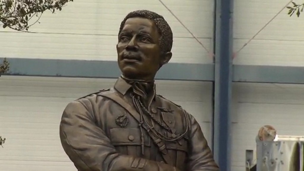 First African-American fighter pilot now has statue at aviation museum