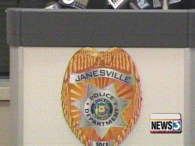 Money lender robbed at knife point in Janesville, police say