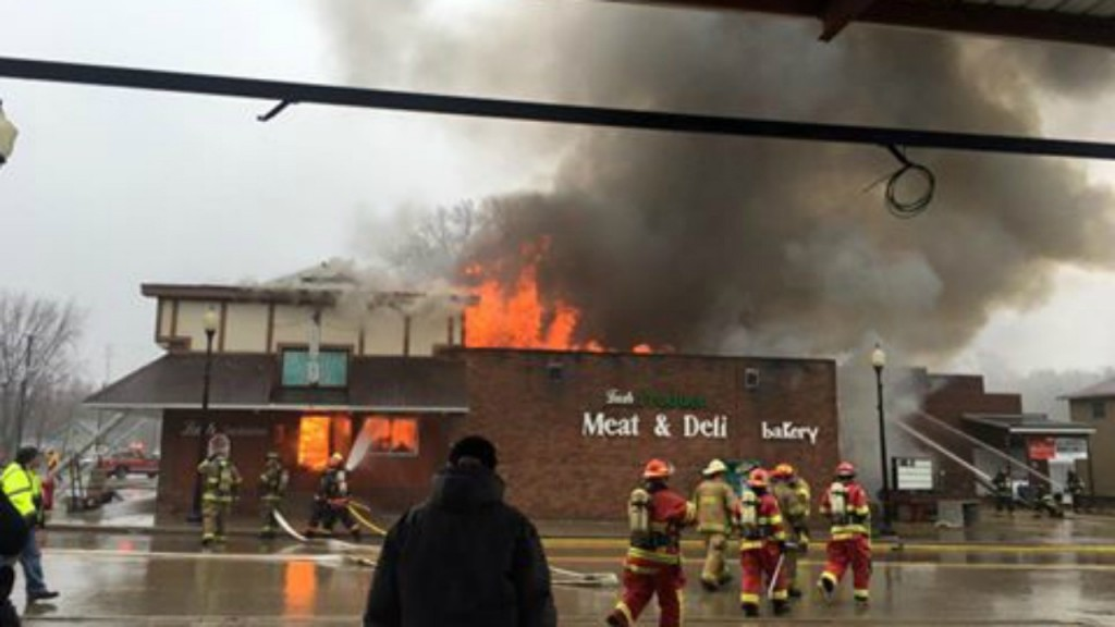 Photos: La Valle grocery store fire