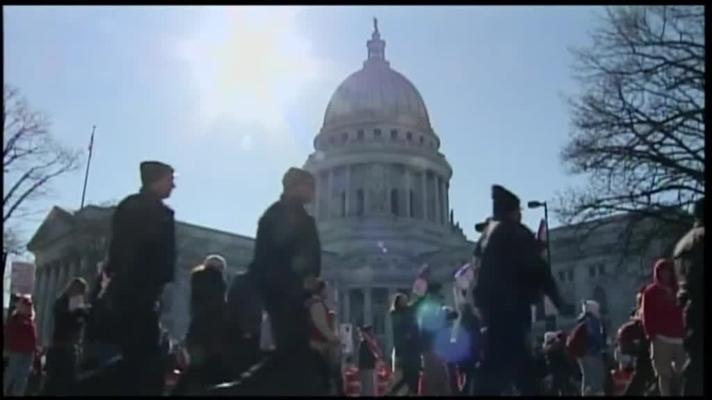 Capitol Square protesters ask Walker for apology
