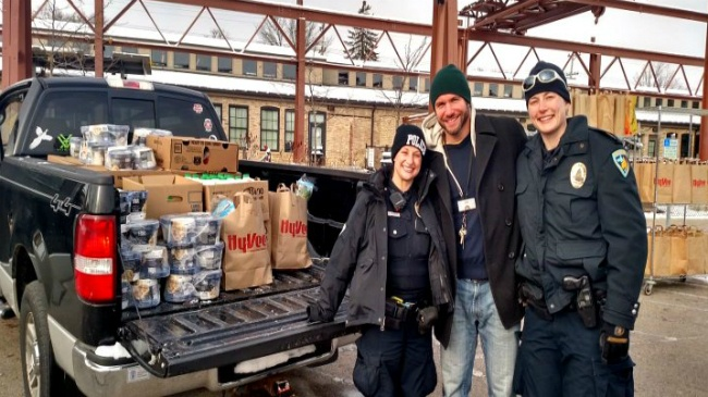 Madison police officers deliver Thanksgiving dinners to neighborhood