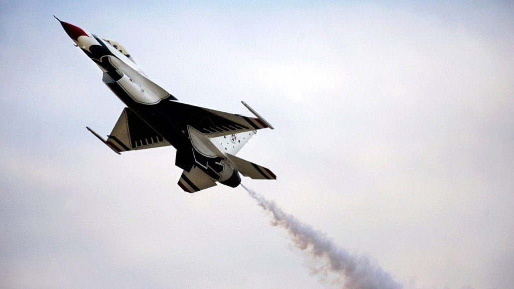 Skydivers narrowly avoid collision with US fighter jets