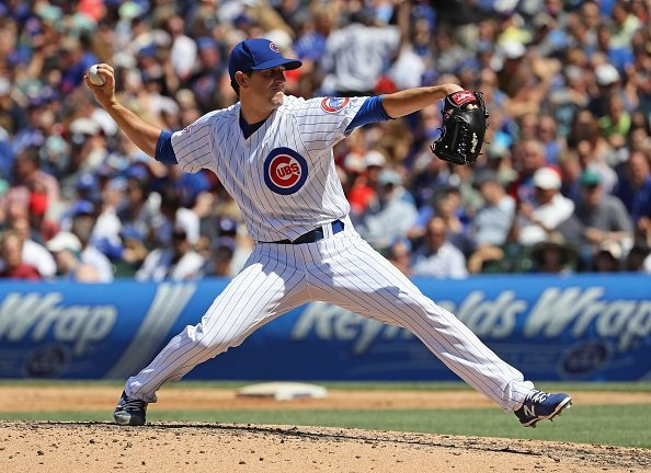 Hendricks sharp, Cubs break loose with 4 HRs, beat Dodgers