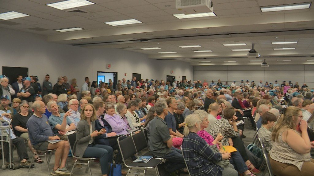 Hundreds pack Alliant Energy Center to give input on F-35 jets