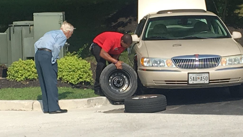 Chick-fil-A manager changes tire for 96-year-old WWII veteran