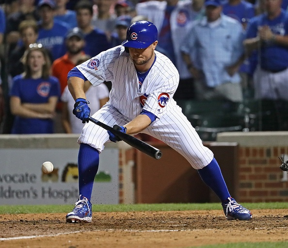 Lester's 12th-inning bunt caps Cubs' rally vs. Mariners