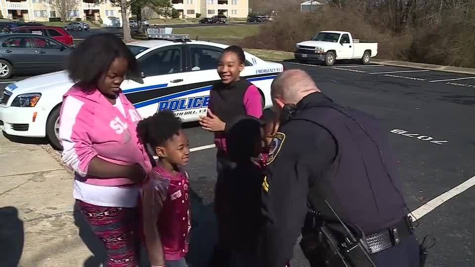 Va. police officer plays dolls with kids after call