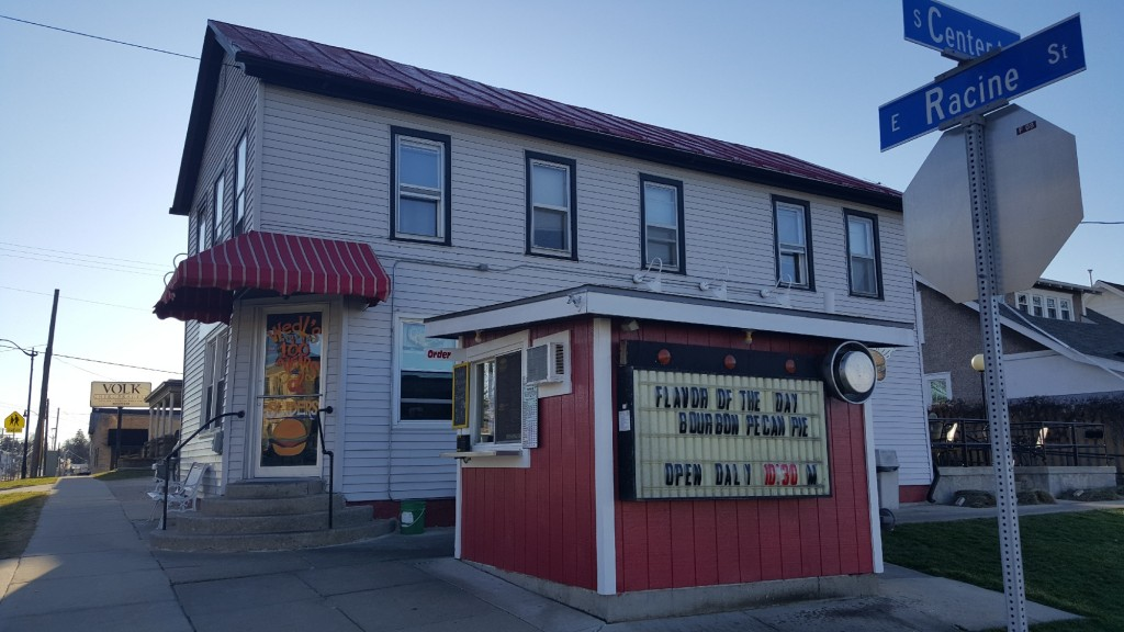 'Wonderfully quirky' hamburger stand in Jefferson opens for its 100th season