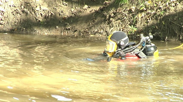Divers search Baraboo River for missing man