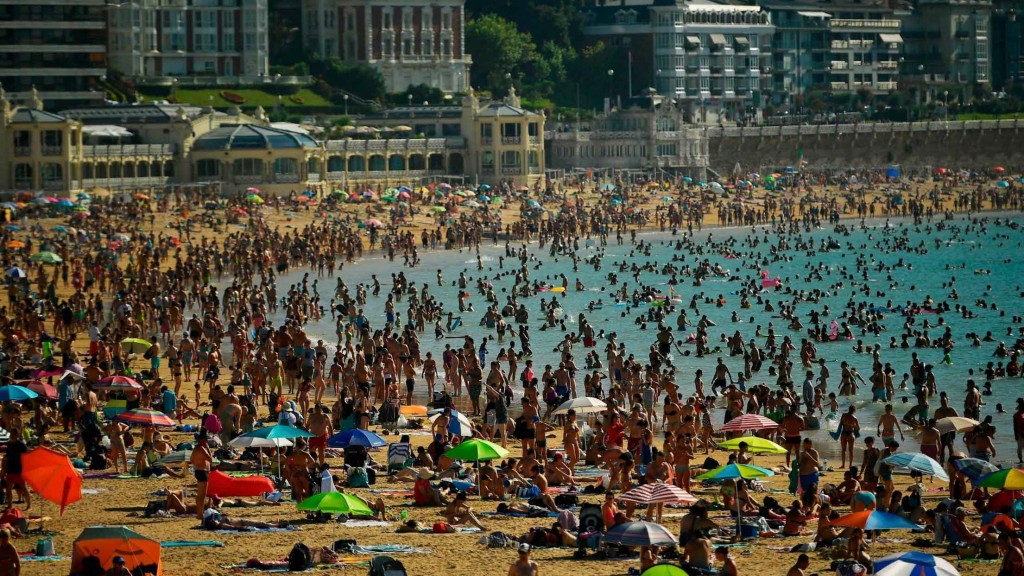 Spain, Portugal swelter as heat wave kills 3 people