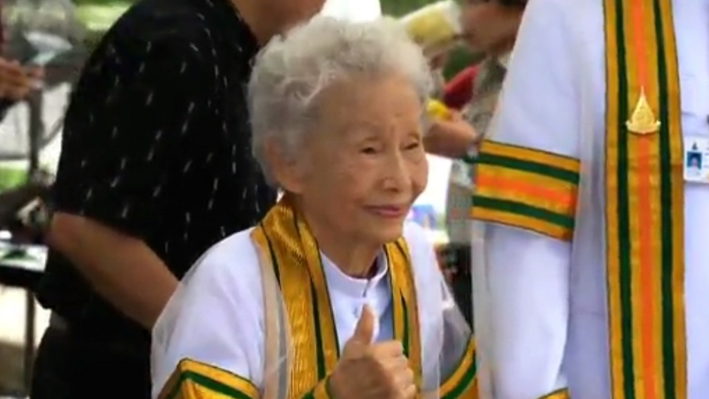 91-year-old Thai woman earns college degree