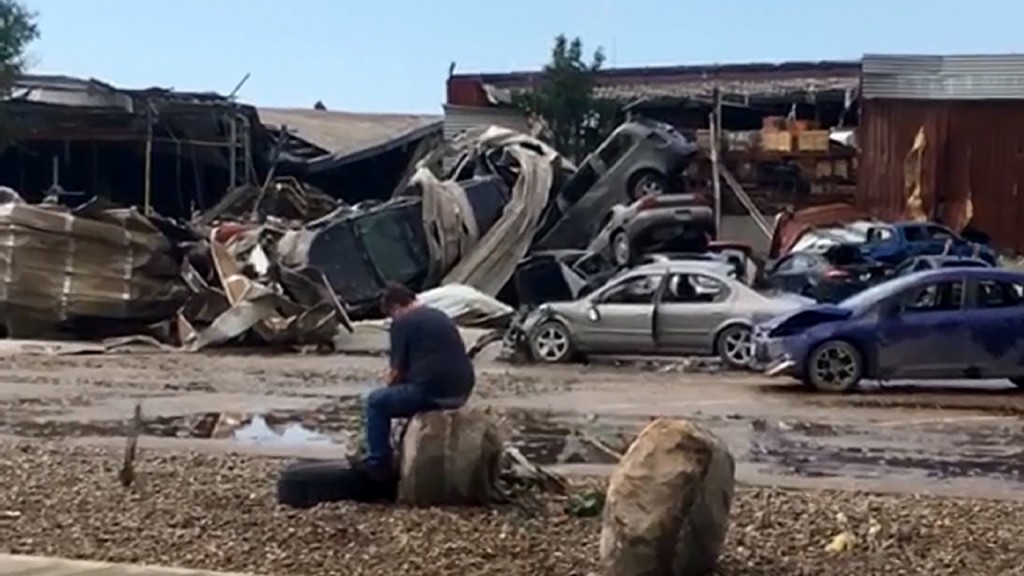 Man sitting in wreckage captures heartbreak after Iowa tornadoes