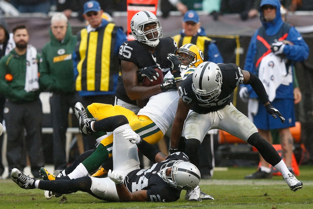 Packers defeat Oakland Raiders 30 to 20