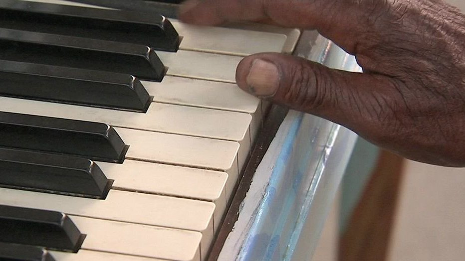Homeless man spreads joy with musical talent