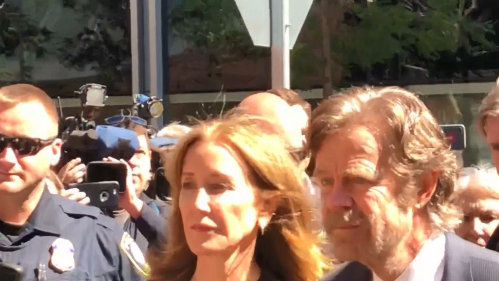 New photo shows Felicity Huffman in prison uniform
