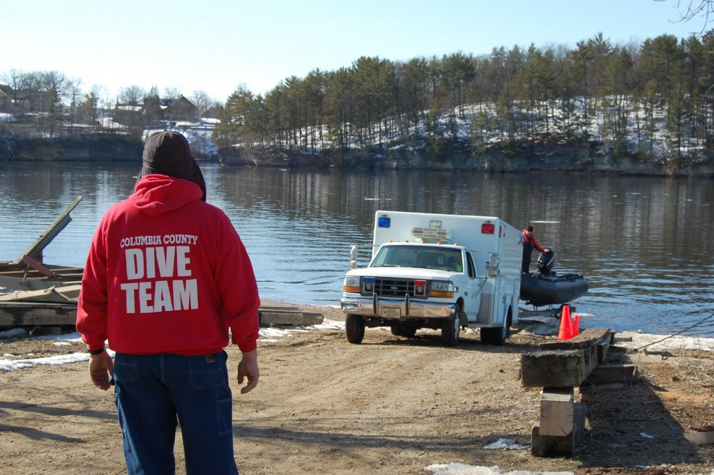 Dive team deployed after clothes found in Wisconsin River