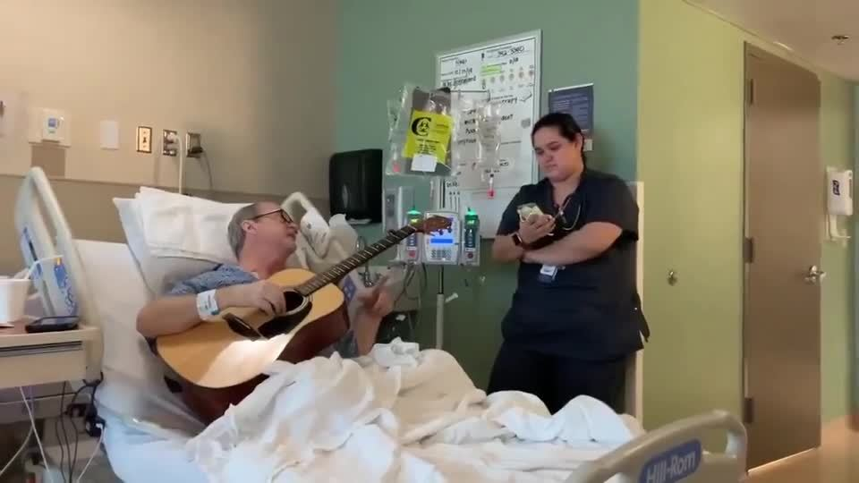 Nurse sings Christmas duet with patient