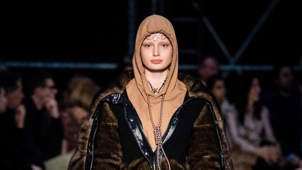 Burberry apologizes for hoodie with noose around neck