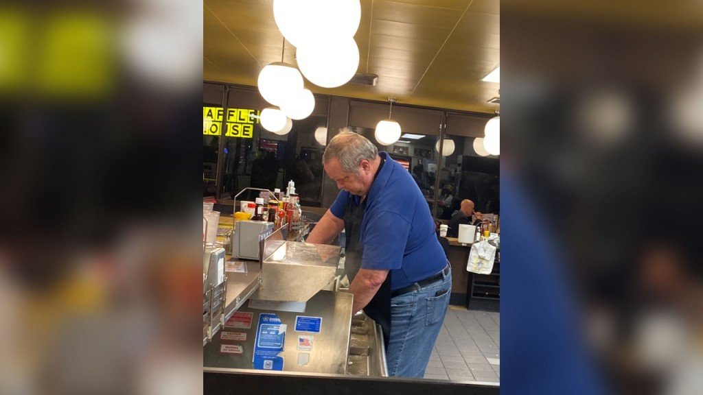 Customers jump behind counter to help understaffed Waffle House