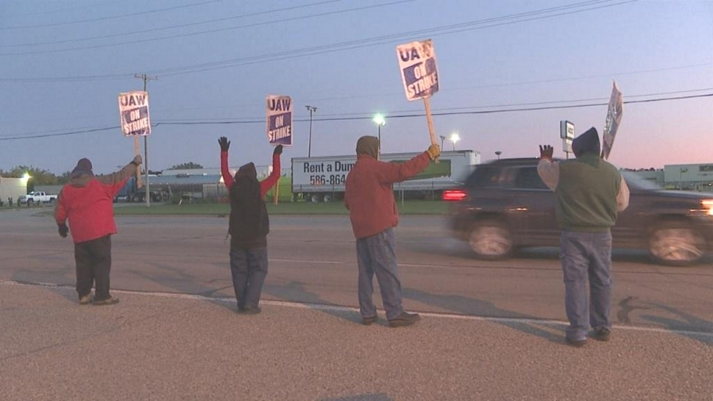 As possible end to General Motors strike draws near, workers continue to picket