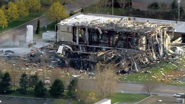 Officials: Workers killed in Illinois plant blast alerted colleagues before explosion