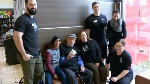 WWII veteran celebrates his 98th birthday at the gym