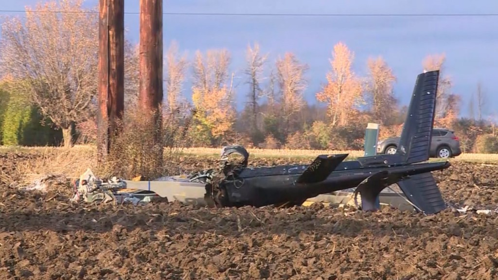 2 killed, 2 hurt when helicopter hits power lines in NY