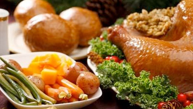 How to avoid overeating at holiday dinner