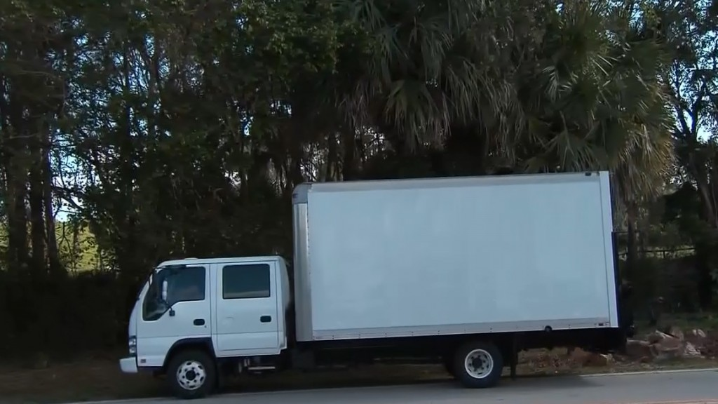 Truck blocks cameras from filming Trump on golf course