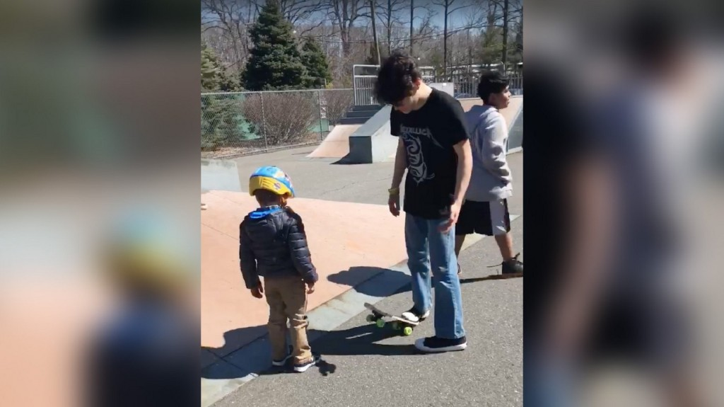 NJ teens give 5-year-old boy with autism impromptu skateboard lesson