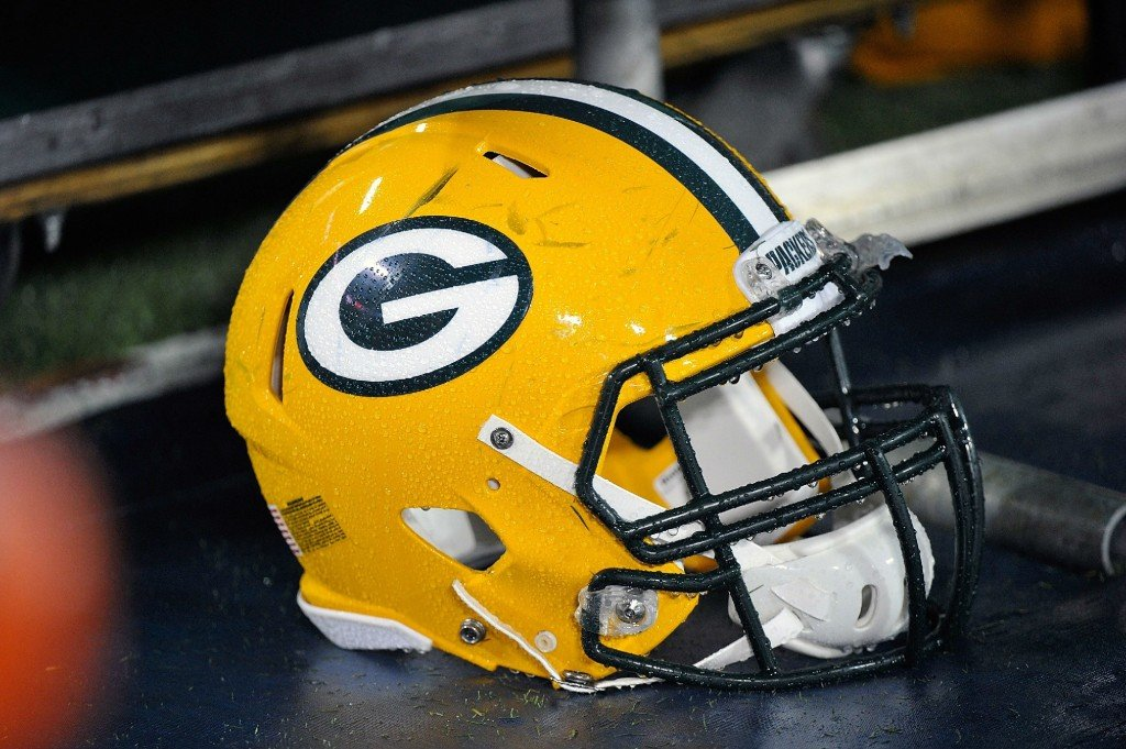 Packers sign C Steuck to replace injured Schmitt