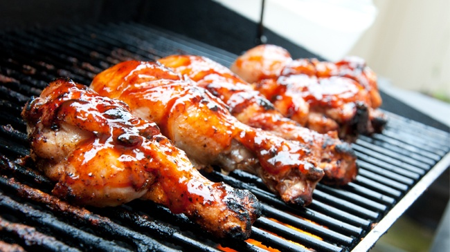 chicken drumsticks on the grill