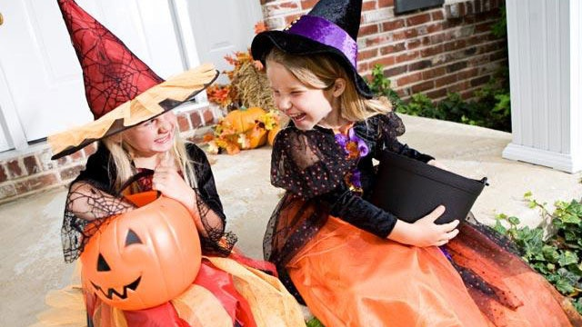 5 tricks to scaring up a safe Halloween