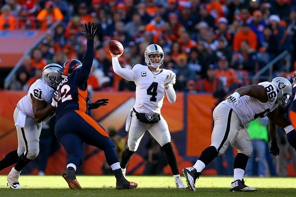 Carr draws accolades from Packers