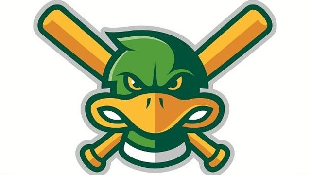 Mallards maintain division lead with extra-inning win
