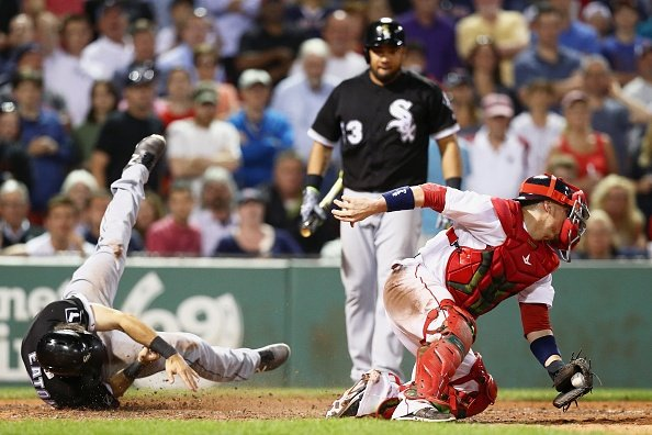Abreu's two-run double lifts White Sox to 3-1 win in 10