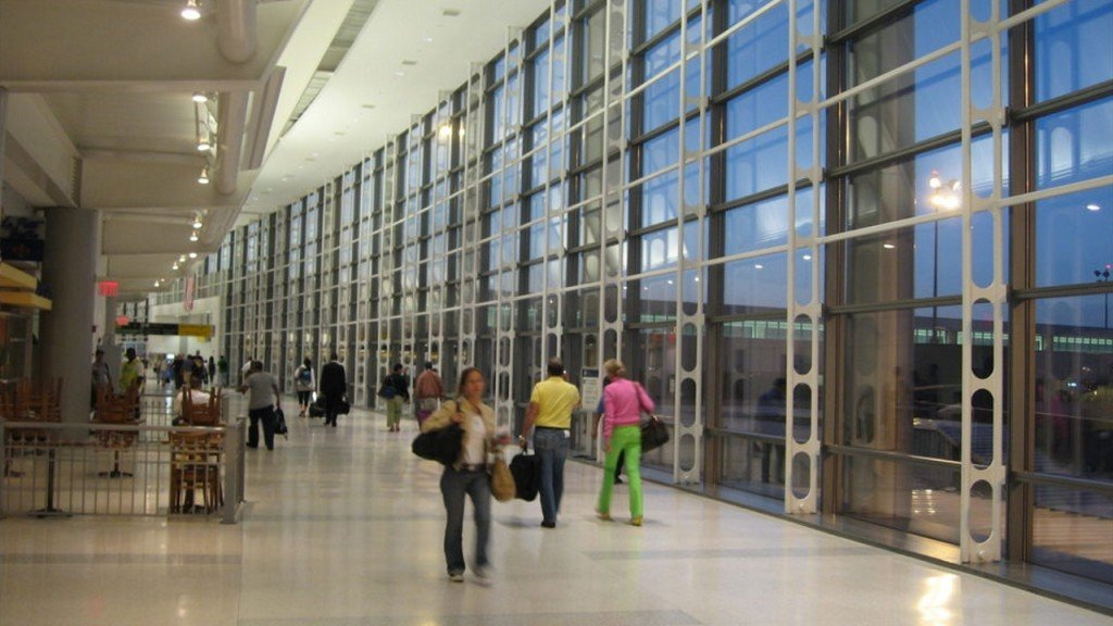 Airline employee at Newark airport causes hundreds to flee gate