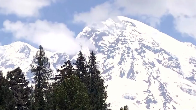 High winds hamper rescue of four hikers stranded for days on Mount Rainier