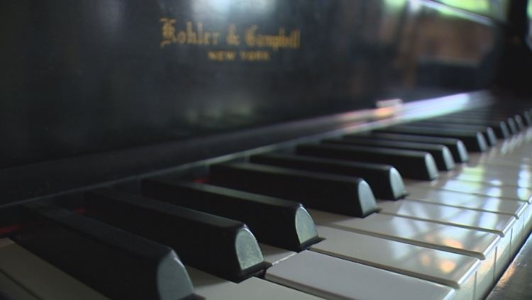 Local business donates piano to hospital